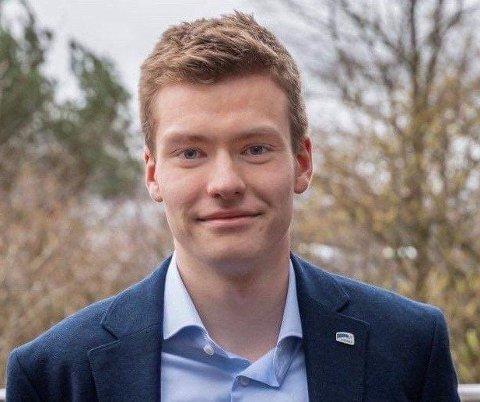 NYE MILLIONAR: Kinn, Bremanger og Sunnfjord kommunar får til saman 5,5 millionar krisekroner til å styrke skulehelsetenesta særleg retta mot dei unge. - Vi veit at lågterskeltilbod er vegen å gå, seier Unge Høgre sin fylkesleiar, Elias Eide.