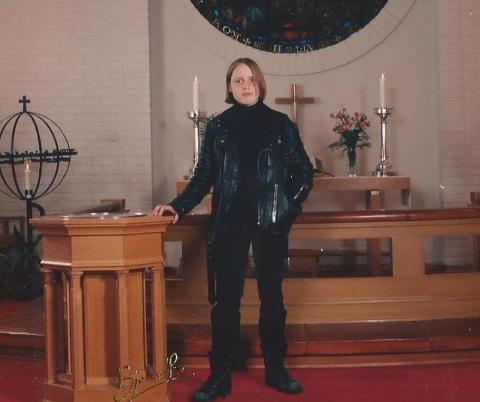 """Stian Thorbjørnsen var kledd i den såkalte """"Gressvik-bunaden"""" da han konfirmerte seg. Foto: Privat"""