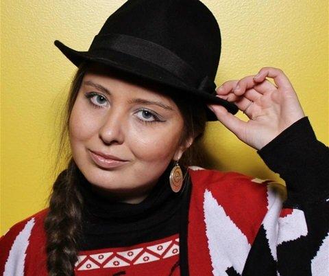 Elise Embla Scheele fra Fredrikstad debuterte i forrige uke som forfatter med boken «Dråper av mitt blod».