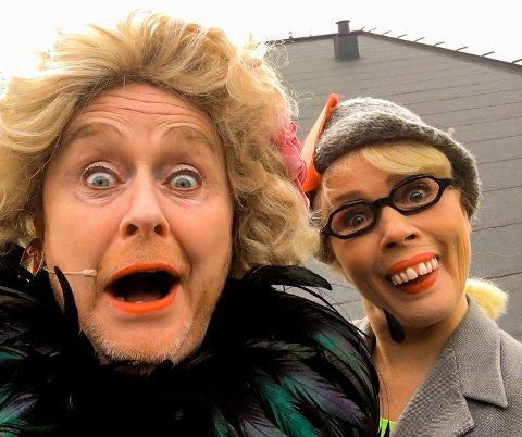 SENDER DIREKTE: Simon Andersen, i Wenche Foss sin skikkelse, og Talina Hansen Skogseth, som «Rut», inviterer til en litt annerledes bingoaften onsdag 8. april.