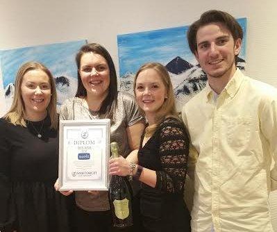 UTMERKELSE:  Sara Hansen, Lina C. Grini, Simone Stadum og Ask Dagestad Strande med diplom.