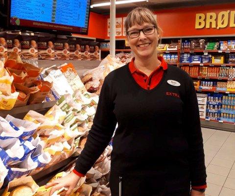 GLAD BUTIKKSJEF: Kundene sluttet opp om ryddedugnaden, og det setter butikksjef Monika Myhrstuen stor pris på.
