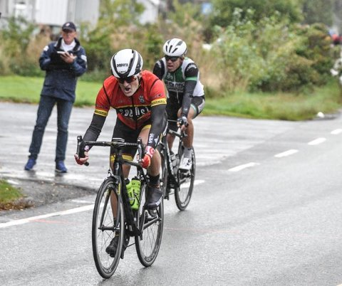 SYKLET I REGN: Andreas Bye syklet i regfor første gang siden april.