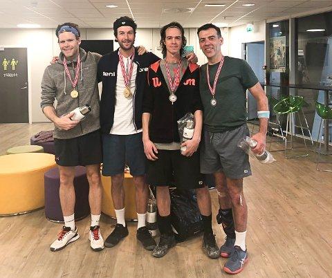 GULLRUSH: Jonathan Dalnoki (nummer to fra venstre) vant tre av tre NM-gulll i veterantennis. Her sammen med doublemakker Fredrik Weberg (tv) og paret som ble slått i doublefinalen Olle Johansson og Remi Goulignac.