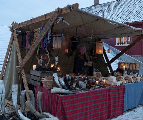 TRIVELIG: Jul i Borggården pleier å trekke mange til Domkirkeodden.
