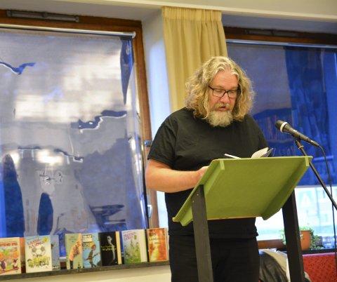 Fofattarbesøk: Bjørn Ingvaldsen er produktiv og stadig på turnè, her på Odda bibliotek.Slik besøk bidreg til leseglede og gode opplevingar. Arkivfoto: Synnøve Nyheim