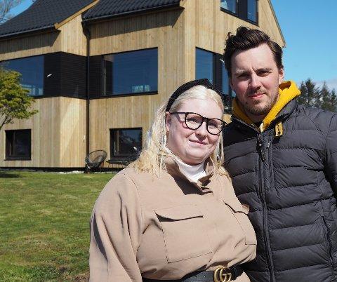 NYTT GAMMELT HUS: Kristine Jakobsen Broen og Henrik Våge totalrenoverer boligen på Avaldsnes.