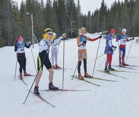 For skiskytterne er det bare et showrenn på Emilmyra som gjenstår. Her er Vegard Steinbakken på startstreken for to år siden med litt ukjent antrekk.