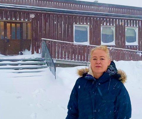 ADVARER: Daglig leder Vera Hraundal på Gamvik Seafood kommer med en klar advarsel til kommunepolitikerne. Skolenedleggelse vil være ødeleggende med tanke på bedriftens satsing på bofaste arbeidere.