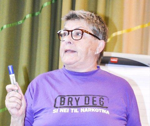 Egne valg: – Det er viktig for meg at dere tar egne valg, sa Bente Hauger til ungdommene. Aurskog-dama har jobbet i Oslo-politiet i 31 år, med bekjempelse av narkotika som sin fanesak.
