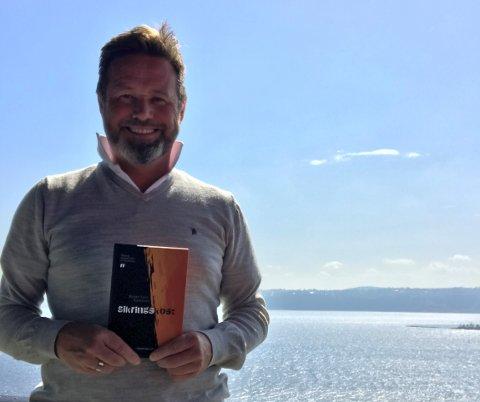 ORD OM LIVET: Morten Falch Rustestuen er aktuell med sin første diktsamling.