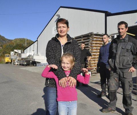Fra polen til moskenes: Renata Kawa Larsen kom til Moskenes første i 2002. Nå er hun gift og har fått datteren Sofia (6). I tillegg jar brødrene Wojciech, Mateusz og Bartosz flyttet til Moskenes. FOTO: MAGNAR JOHANSEN
