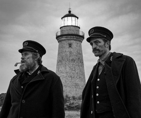 FILMKUNST: Selv om «The Lighthouse» er en mørk og dyster film, er det den som skinner mest av årets filmer – og havner øverst i NAs kåring av de beste filmene som kom i år.