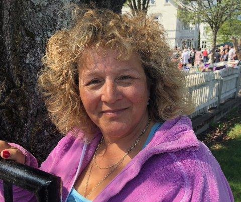 Gleder seg:  Ann Kristin Zupfer gleder seg til kveldens finale og årets høydepunkt på TV - som hun i år må se på mobilen..