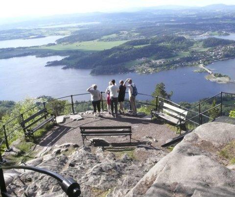 TURMÅL: Kongens utsikt er et populært turmål i Hole. Nå skal tilbudene i kommunen markedsføres bedre.