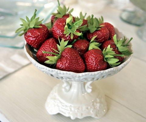 Smak av sommer: Hvis du vil ha jordbær utenom sesongen kan de for eksempel røres og fryses bort. FOTO: MORGAN ANDERSEN