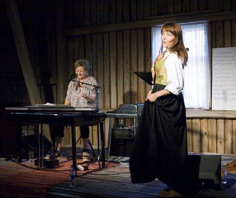 Ingrid Bjørnov, her på scenen med Kari Slaatsveen, har vært sykemeldt, men skal spille konserter på Geiteberg i sommer. ARKIVFOTO