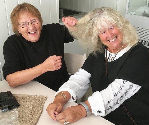 Å tape i «hårlugg» er ikkje spøk, men artig lell, seier Gunvor og Inger Lise.