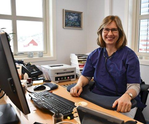 Siri Moland, lege på Vegårshei i mange år, kan tenke seg den ledige kommunelegejobben i nabokommunen. Arkivfoto