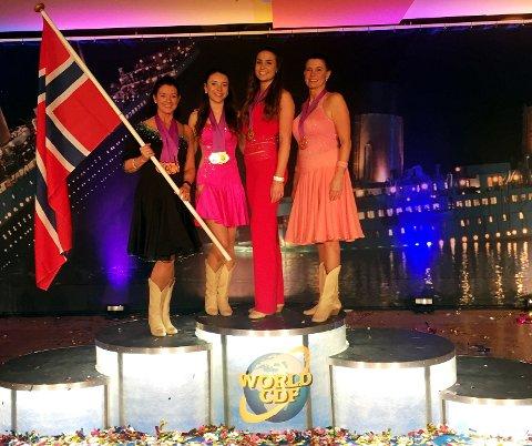 Mesterskapsmedaljer: Kelli Haugen (f.v.), Katelin Haugen, Anja Riste og Bjørg Anita Gustavsen Riste tok alle VM-medaljer i Liberec.