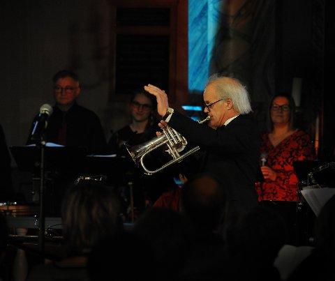 Engasjert dirigent Trond Brovold under fjorårets konsert.