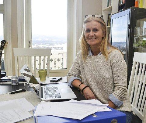 Teori og praksis: Ann Elisabeth Gunnulfsen fra Hokksund er doktorgradsstipendiat ved Institutt for lærerutdanning og skoleforskning på Universitetet i Oslo. Hun mener elever med fordel kan lese mindre, men allikevel lære mer.                                                       FOTO: JAN RASMUSSEN