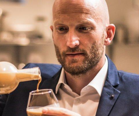 Øyvnd Løkling - gründer i Fjording, kremlikøren frå Sogn og Fjordane gler seg over at produktet hans får merksemd både ute og heime.