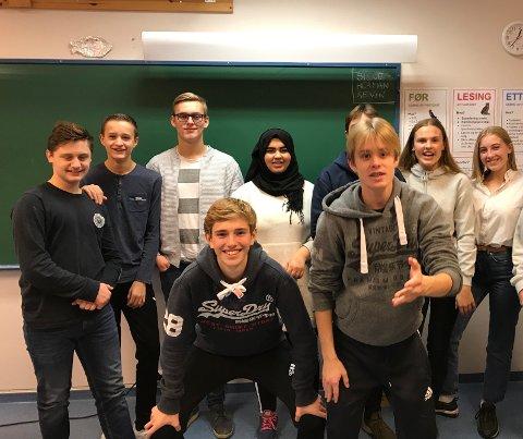 Overbeviste. Her er noen av elevene fra laget Crowns of Lightning som gjorde det skarpt på First Lego League. Elevene går på Kråkerøy ungdomsskole.