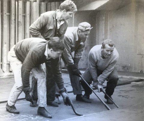 Arbeid i havna tidligere: Per Hansen er kilegutt for Otto Beck, Arne Pettersen og Kai Bergli. Hansen jobbet som sjauer i over 45 år. I tillegg var han målvakt for FFK da de briljerte på 60 tallet.  Fra «Havnene ved Glommas utløp.