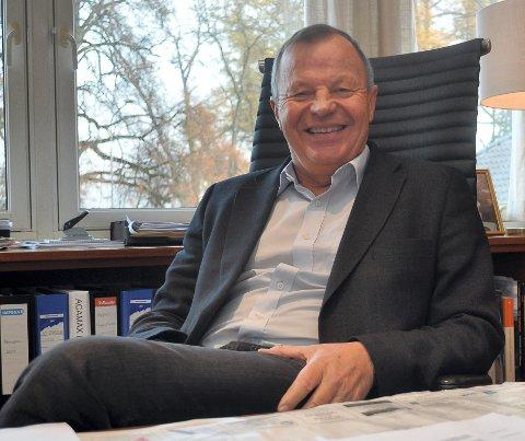 FORNØYD: Jørgen Cato Broch liker seg fortsatt veldig godt i Horten på det gamle sjefskontoret til Horten Verfts-direktørene.