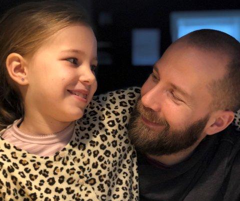 En tungtveiende grunn til at Stein Tore Bakken setter sluttstrek for hockeykarrieren etter over 830 kamper i L.I.K. er datteren Maia.