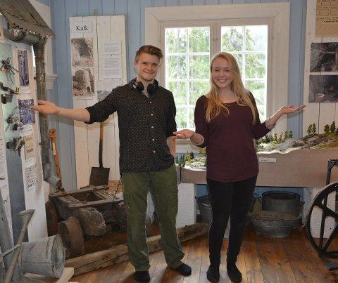 Sommerjobb: Lasse Friborg og Astrid Kisen trives med sommerjobben på Hadeland bergverksmuseum.