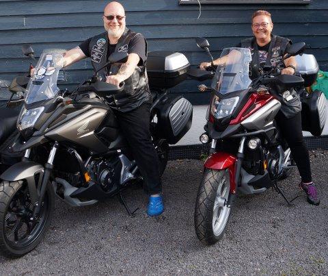 Måtte flytte: Mariann og Stig Andersen er motorsykkelentusiaster. For snart fem år siden måtte de flytte fra Roa. Huset deres lå i vegen for ny riksveg 4, som nå er samfunnsøkonomisk nedprioritert av vegvesenet.