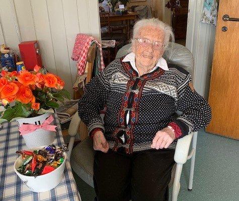 100 år: Kari Schiong på Grua fylte 100 år lørdag. Dagen ble feiret av familien, innenfor rammen av koronareglene.