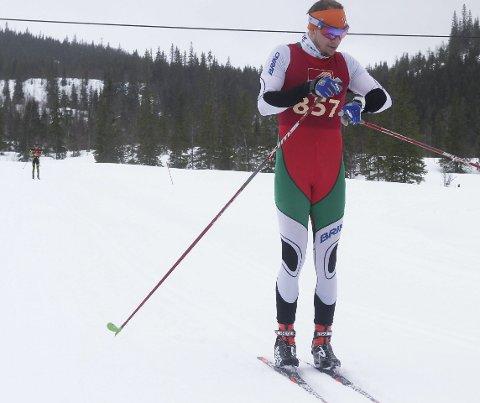 MÅTTE GI SEG: Tarjei Solli sjekker klokka i et lokalt turrenn på Helgeland. I Vasaloppet fikk han uventet trøbbel. Foto: Per Vikan