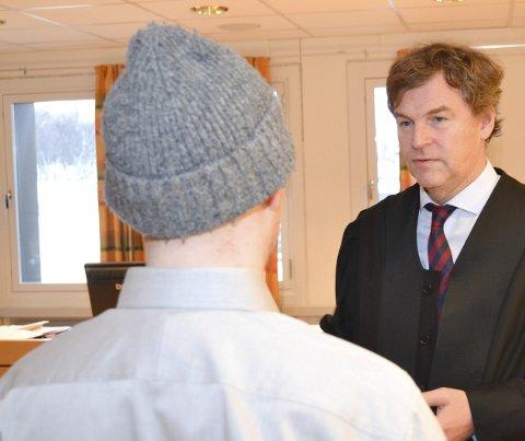 MISTENKT: Mannen som ikke kan straffes, er frifunnet i Høyesterett. Her avbildet sammen med sin tidligere forsvarer Harald Grape.