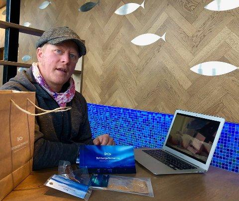GRÜNDER: Daglig leder Joakim Wikström med de ferdige produktene Bottarga Borealis foran seg på bordet