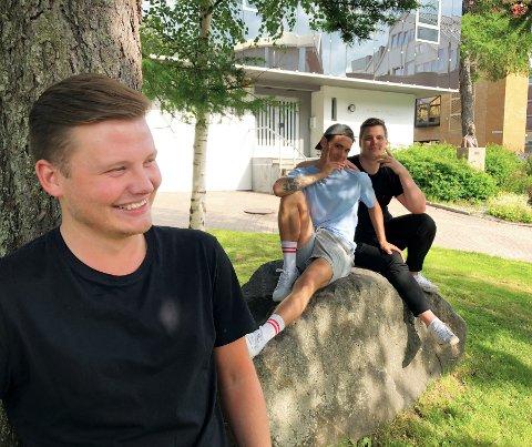 """Gutteprat: """"Guttakødder"""" går live 3. August på Kulturhuset Mo og lover gutteprat. Fra venstre: Elias Bårdsen, Joachim Olufsen og Fredrik Hågensen."""
