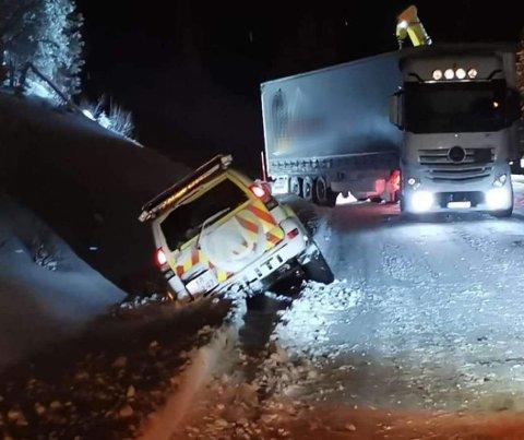 Også politiet fikk merke at det var vanskelige kjøreforhold på E12 onsdag kveld.