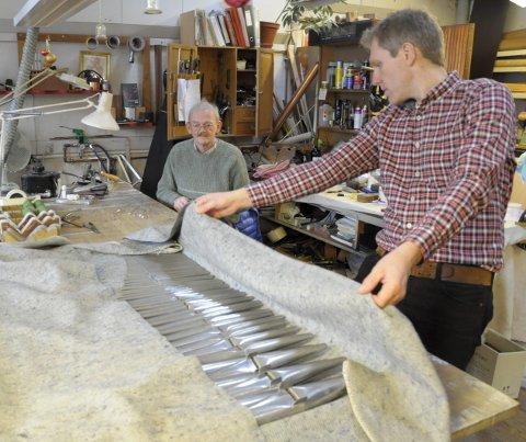 Piper: Eskild Mamme med noen få av pipene som skal i Jevnakers orgel. Det blir 1.458 totalt.