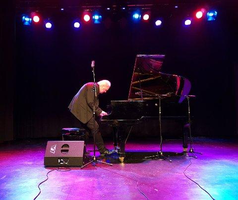 Ketil Bjørnstad holdt konsert i Hønefoss fredag.