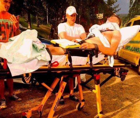 I AMBULANSE: Jonas Wollseth Bredesen ble fraktet i ambulanse til sykehuset på Gjøvik.