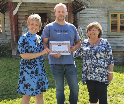 Bodil Øyhus Pihl (Hedalen ungdomslag), Arnstein Li og Mona Næss (Fossekallen Hed).