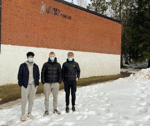 STENG SKOLEN: Tiendeklassingene Fabian Foss, Arthur Goyer og Lucas Kolstad mener skolen burde stenges. De kommer med sine meninger om koronasituasjonen i et leserbrev.