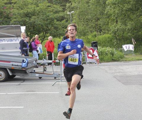 Espen Roll Karlsen er «Bergens råeste» etter å ha slått Jonathan Albon i spurten.
