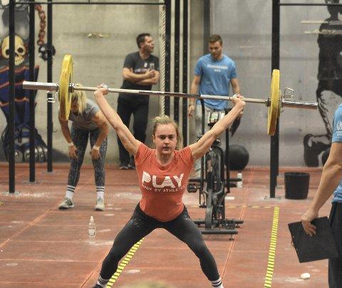 Andrea Solberg fra Bergen trener crossfit fem-seks ganger i uken, og øktene varer i minst to timer. Hun hevder seg helt i norgestoppen i den voksende idretten, men er likevel klar på at medisinstudiene har førsteprioritet. Foto: Sindre Wiik