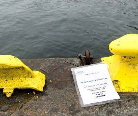 Nede ved Mathallen på Torget har Havnevesenet reservert plass til de som ønsker å selge fisk fra båt.