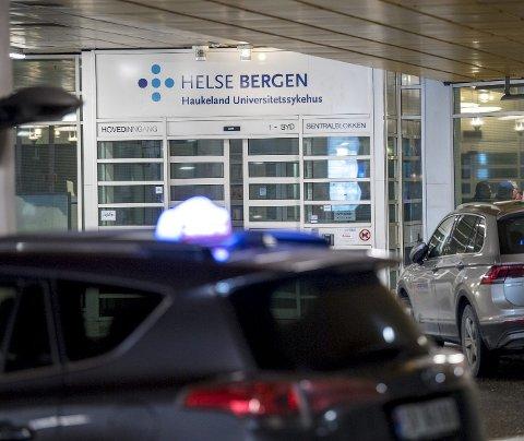 Norgestaxi har skjerpet seg, med fremdeles klarer de ikke hente alle pasientene til avtalt tid. Siden de inngikk avtalen om pasienttransport med Helse Bergen i fjor høst, har de måttet betale 3,2 millioner kroner i bøter. ARKIVFOTO: Eirik Hagesæter