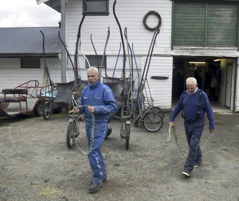 Svein Ove Wassberg og hans far Ove Wassberg har hatt stor suksess på travbanen gjennom mange år. Nå er de spent på hva fremtiden bringer. – Vi får bare krysse fingrene og håpe på det beste, sier Svein Ove Wassberg. Foto: Sindre Wiik