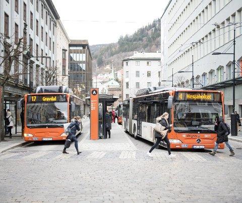Olav Kyrres gate er en av de travleste kollektivgatene i Bergen, og fra nyttår stenges gaten for opprustning.